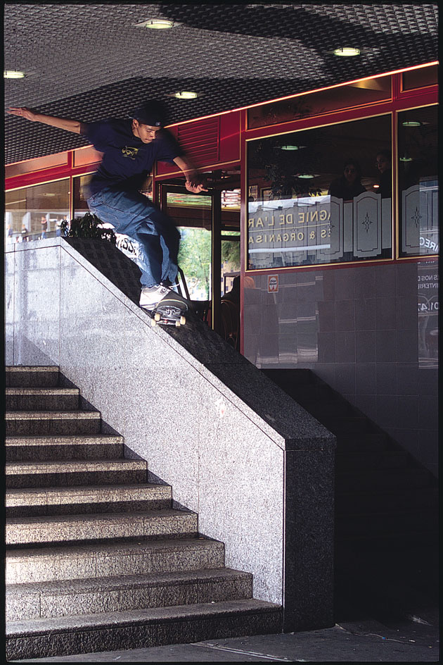 Rodrigo switch 180 nosegrind