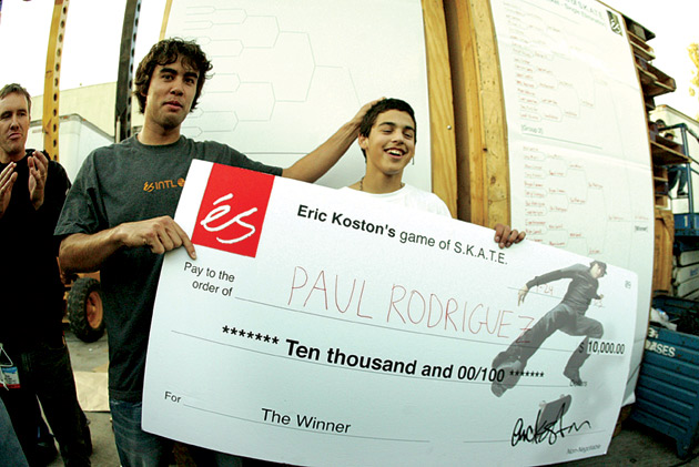 Paul Rodriguez receives his $10,000 check for 1st place at éS Game of SKATE.